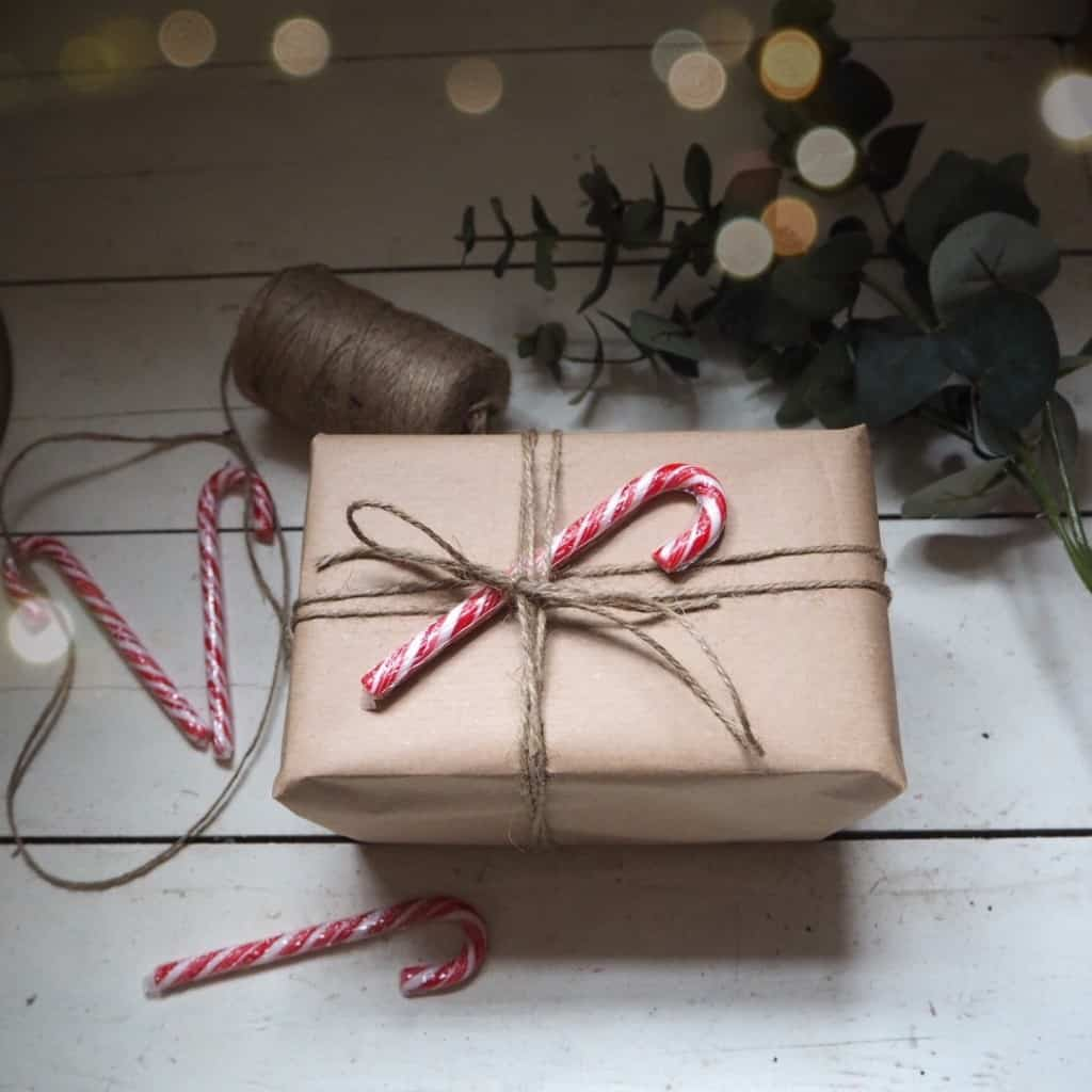 Stylish Christmas gift wrapping ideas, brown paper, candy cane