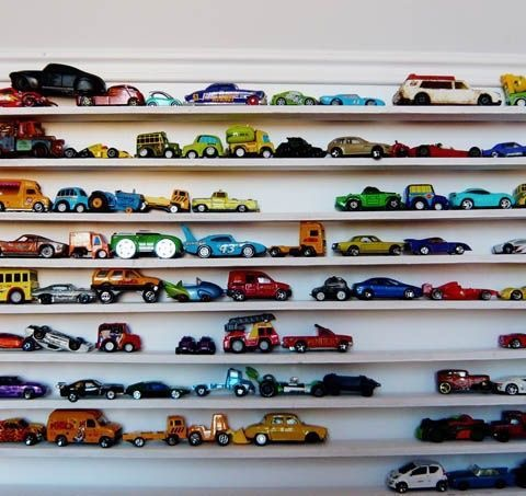 Picture ledge, car storage