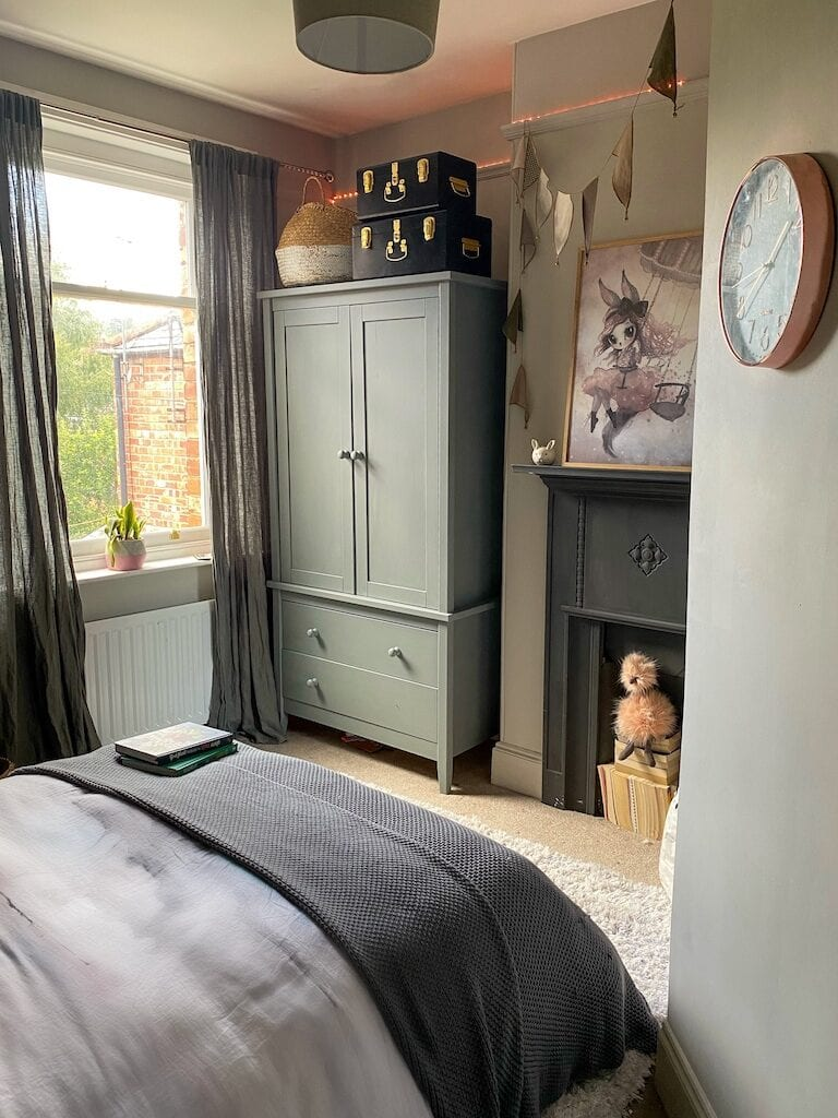 Girls room, Little Greene paint, French grey